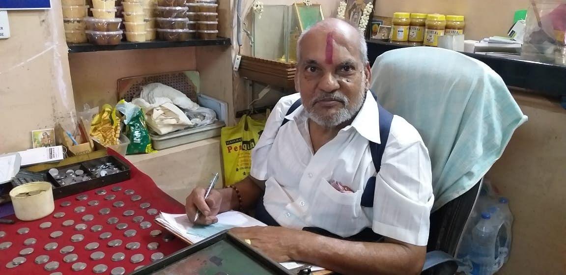 கடை உரிமையாளர் ராமகிருஷ்ணன்