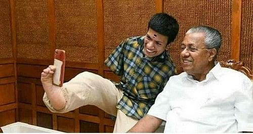 கேரளா முதல்வர் பினராயி விஜயனுடன் செல்ஃபி