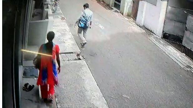 சிசிடிவியில் சிக்கிய இன்ஜினீயர் காதல் ஜோடி