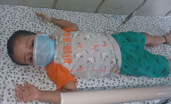 தந்தையை வேதனைக்குள்ளாக்கும் மகளின் மழலைச் சிரிப்பு! #SaveSathyapriya