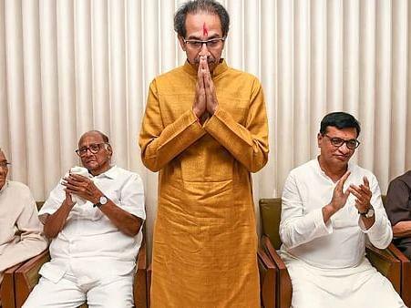 `முதல்வர்... துணை முதல்வர்.. அமைச்சர்..!'- சுமுகமாக முடிந்த சிவசேனா- என்.சி.பி-காங்கிரஸ் ஒப்பந்தம்?