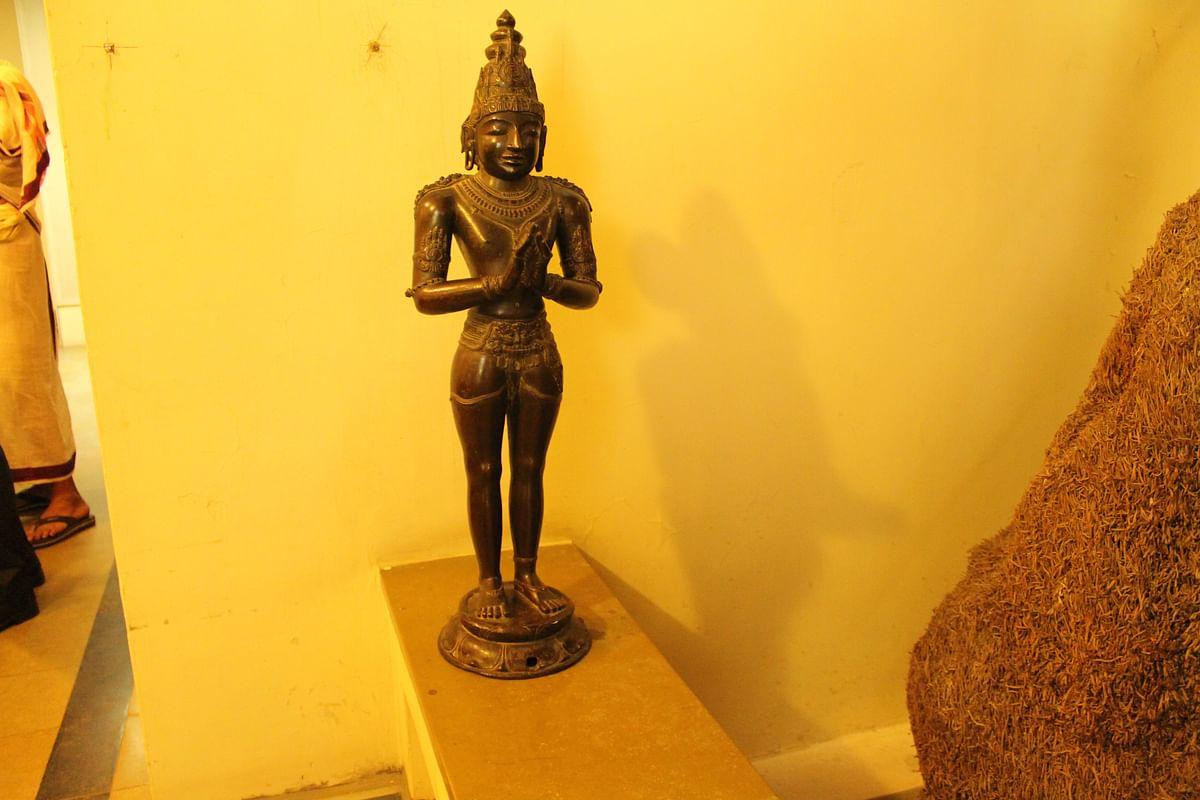 ராஜராஜன், உலமாதேவி சிலைகள்