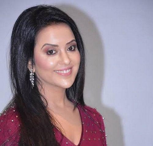 தேவேந்திர பட்னாவிஸ் மனைவி அம்ருதா