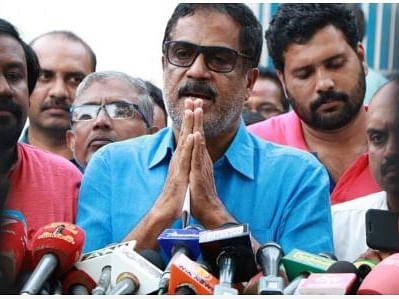 `3 பேராசிரியர்கள், 7 மாணவர்கள் மீதுதான் சந்தேகம்!' -கொதிக்கும் ஃபாத்திமாவின் தந்தை லத்தீப்