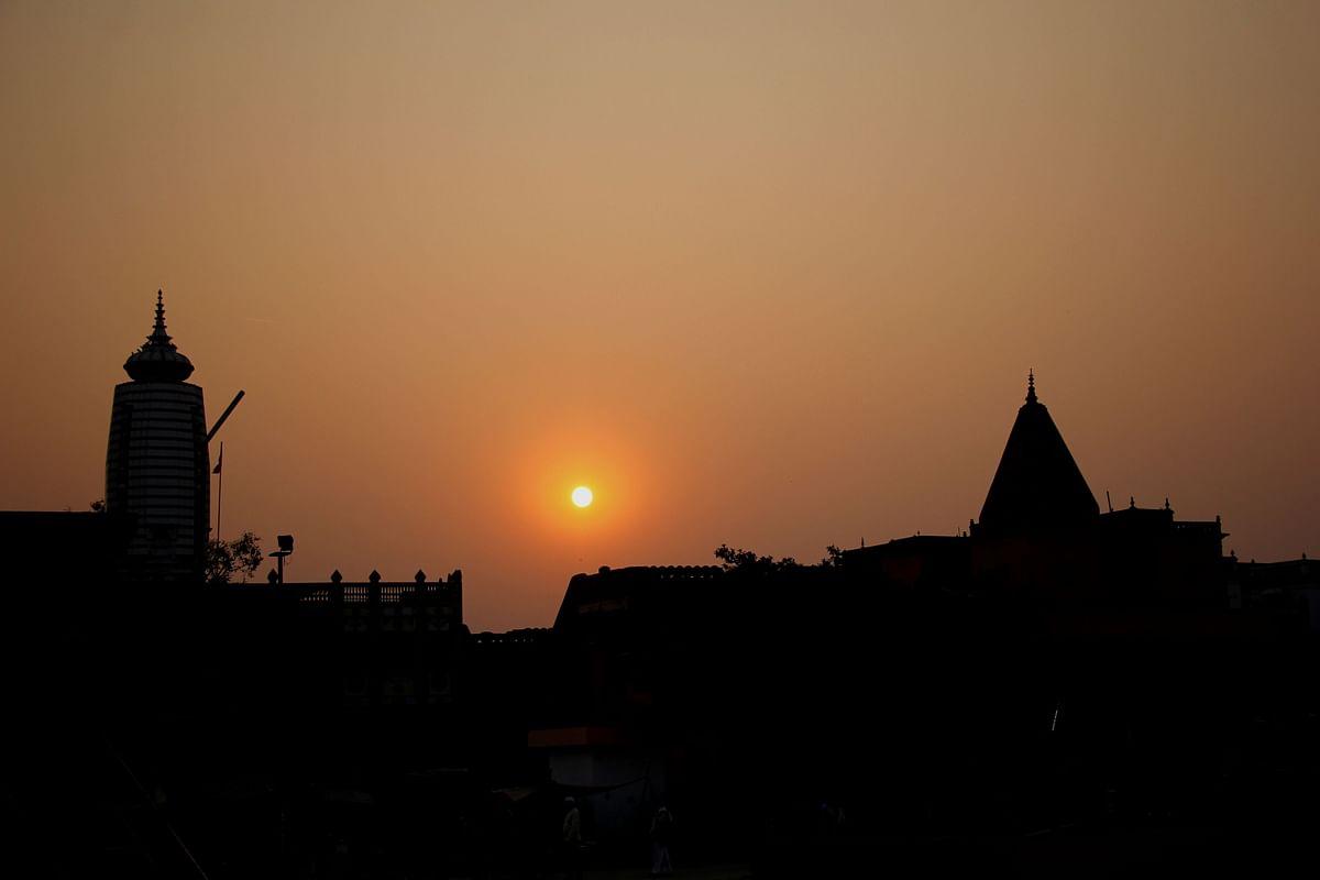 சூரிய குல தோன்றல் ராமன் அவதரித்த அயோத்தியில் அஸ்தமனமாகும் ஞாயிறு