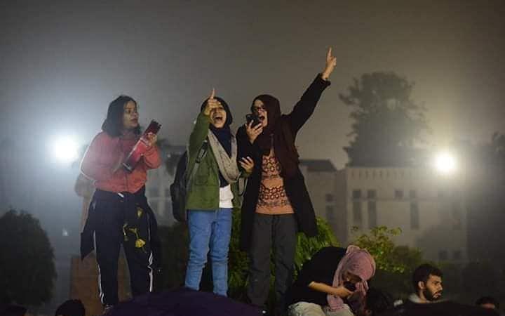 குடியுரிமை சட்டத்திருத்தம்; வலுக்கும் போராட்டங்கள்.. வெவ்வேறு காரணங்கள்! என்ன நடக்கிறது? #CAAProtest