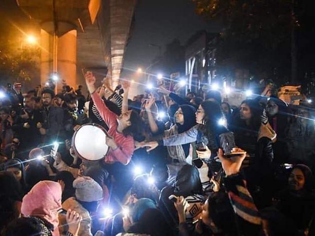 `அடுப்படியிலிருந்து முதன்முறையா போராட்டத்துக்கு வந்திருக்கோம்!' - கொதிக்கும் ஷாஹீன் பாக் பெண்கள்
