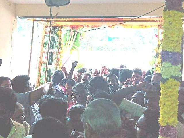 `25 பைசாவுக்குப் பிரியாணி வாங்கிய 200 பேர்!' -வேலூர் மக்களை ஆச்சர்யப்படுத்திய ஹோட்டல்