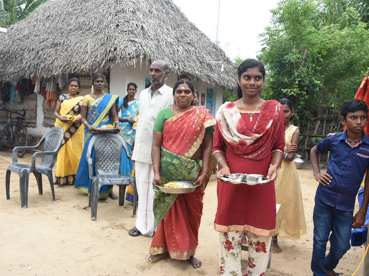 விகடன் - வாசகர்கள் பங்களிப்பில் கஜா புயலால் பாதிக்கப்பட்ட 10 குடும்பங்களுக்கு கான்கிரீட் வீடுகள்!
