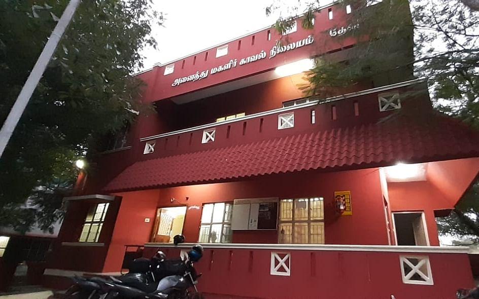 `15,579 காவல்நிலையங்களில் 4-ம் இடம்!' - தேசிய அளவில் சாதித்த தேனி மகளிர் காவல்நிலையம்