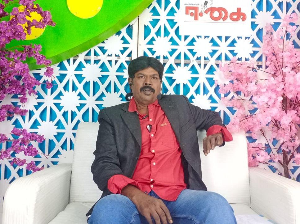`நோ சாங்.. நோ காமெடி.. ஒன்லி டாக் ஷோ!' -தொடர்ந்து 12 மணி நேரம் அசத்திய தஞ்சை இளைஞர்