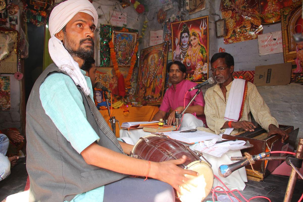 பஜனை பாடும்  ராம பக்தர்கள்