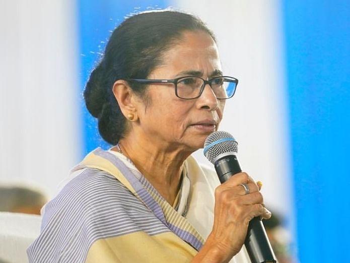 'சுகாதாரப் பணியாளர்களுக்கு ரூ.10 லட்சத்துக்குக் காப்பீடு!' - மம்தா அரசு அறிவிப்பு