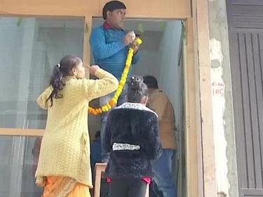 ``அமானுஷ்யத்தில் நம்பிக்கை இல்லை!'' - 11 பேர் தற்கொலை செய்து கொண்ட வீட்டில் குடியேறிய தில் டாக்டர்