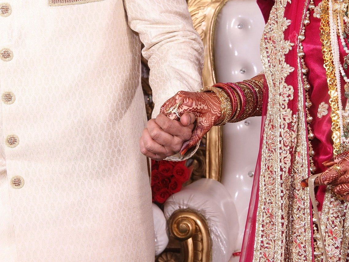தெர்மல் ஸ்கிரீனிங், விருந்தினர் மாஸ்க்கில் மணமக்கள் பெயர்... மாறி வரும் திருமண டிரெண்ட்!