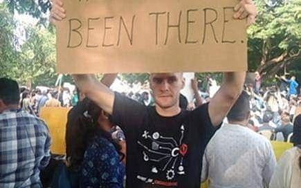 `குறுஞ்செய்திகளுக்கு நன்றி!' - #CAA போராட்டத்தால் வெளியேற்றப்பட்ட ஜெர்மன் மாணவர் நெகிழ்ச்சிப் பதிவு