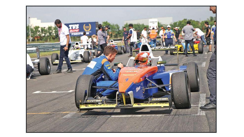இது F1 இல்லை... X1 ரேஸ்!