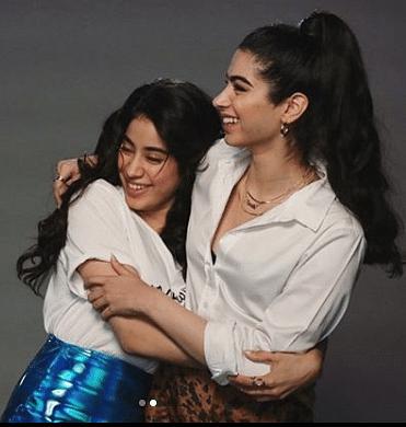 Janhvi withe her sister Kushi