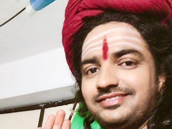 `சொல்கிறேன் பக்தா..!' - அஷ்வினின் ட்வீட்டும் நடிகர் சதீஷின் போட்டோ ரிப்ளையும் #Viral