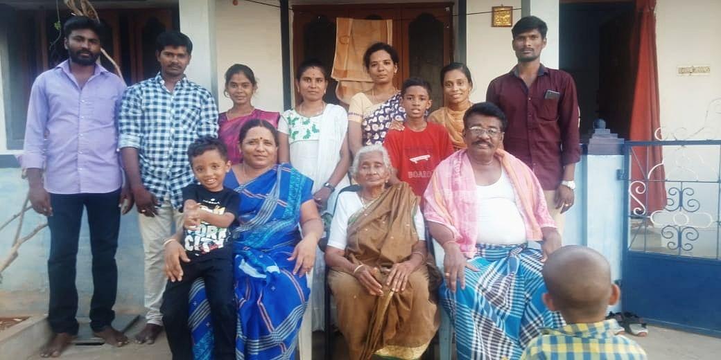 லதா குடும்பத்தினர்