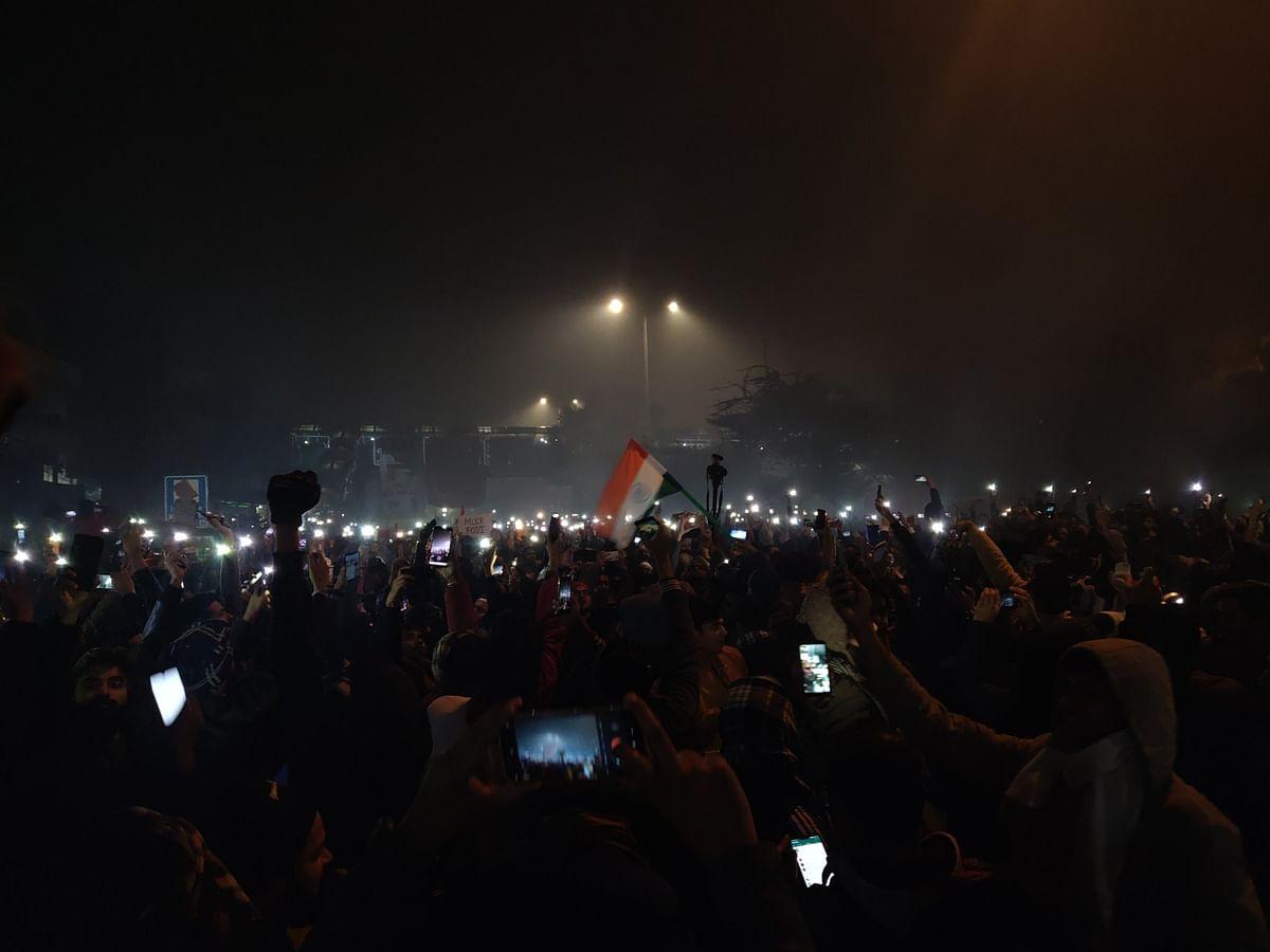 தேசிய கீதம், தேநீர் இரவு, பிரியாணி...! - புத்தாண்டை வரவேற்ற போராட்டக்காரர்கள் #CAA