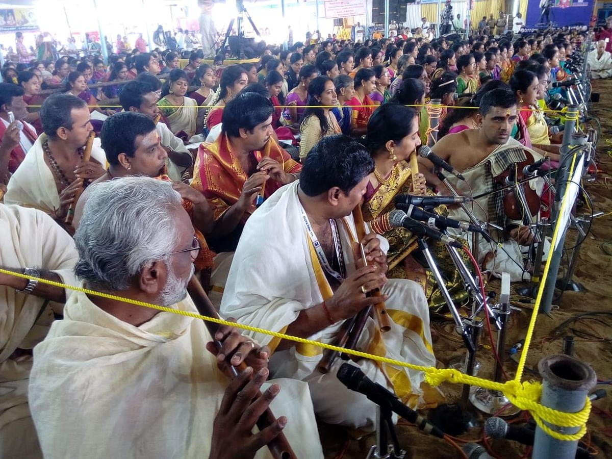 `தியாகராஜருக்கு இசை அஞ்சலி' - மனதை நெகிழவைத்த இசைக் கலைஞர்கள்