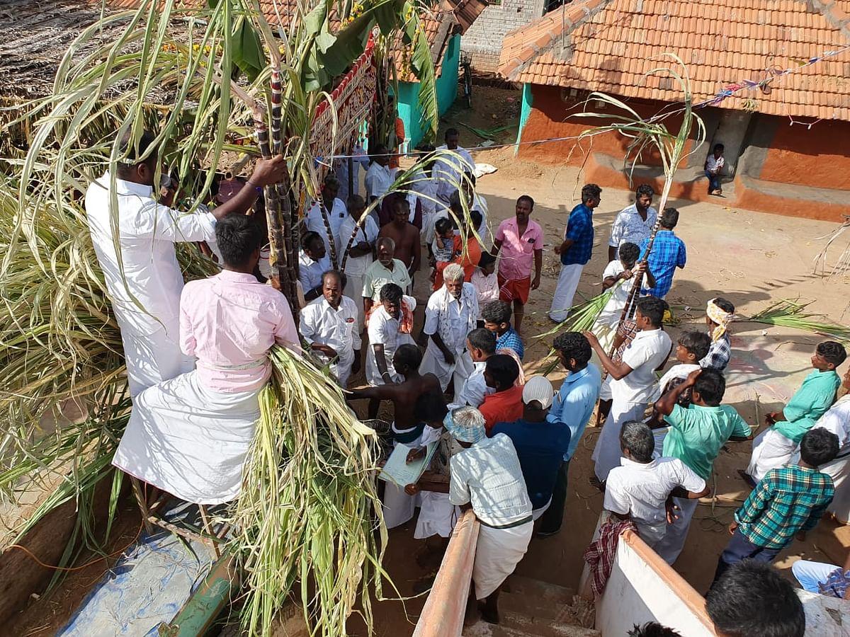 `ஒரு கரும்பு 32,000 ரூபாய், வெள்ளைச் சேலை அணிந்து பொங்கல்!' -சிவகங்கையில் இப்படியும் ஒரு கொண்டாட்டம்