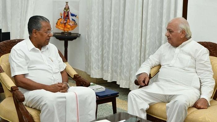 பினராயி விஜயன் மற்றும் ஆரிப் முகமது கான்
