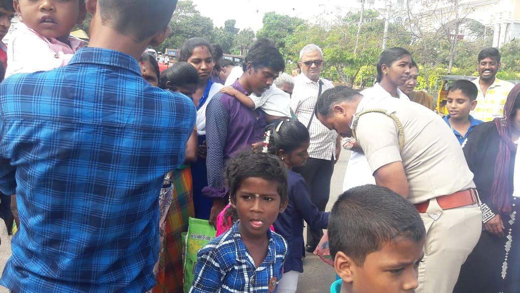 ஸ்டிக்கர் ஒட்டும் இன்ஸ்பெக்டர் சீத்தாராம்