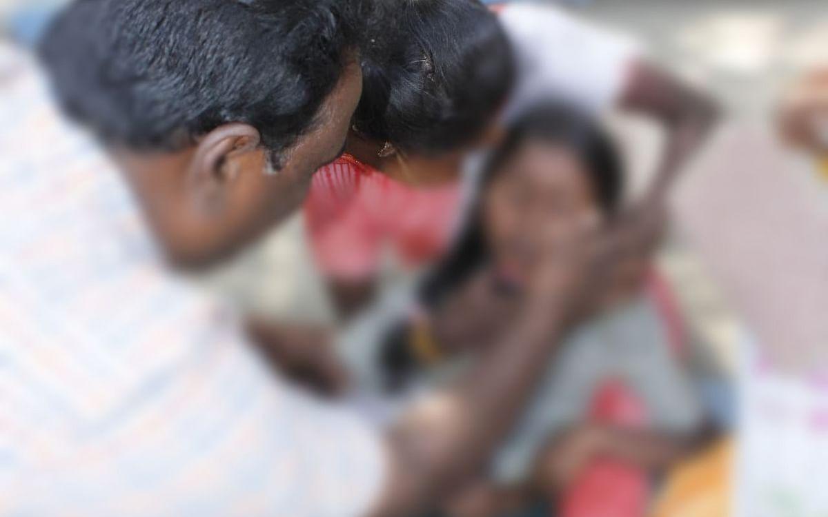 `உதவி கேட்க வந்த இடத்தில் மயங்கிவிழுந்த சிறுமி!' - சேலம் ஆட்சியர் அலுவலக சோகம்