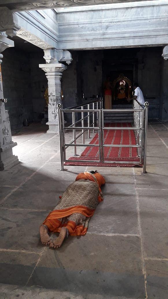 கோயிலில் வேண்டும் மல்லிகா