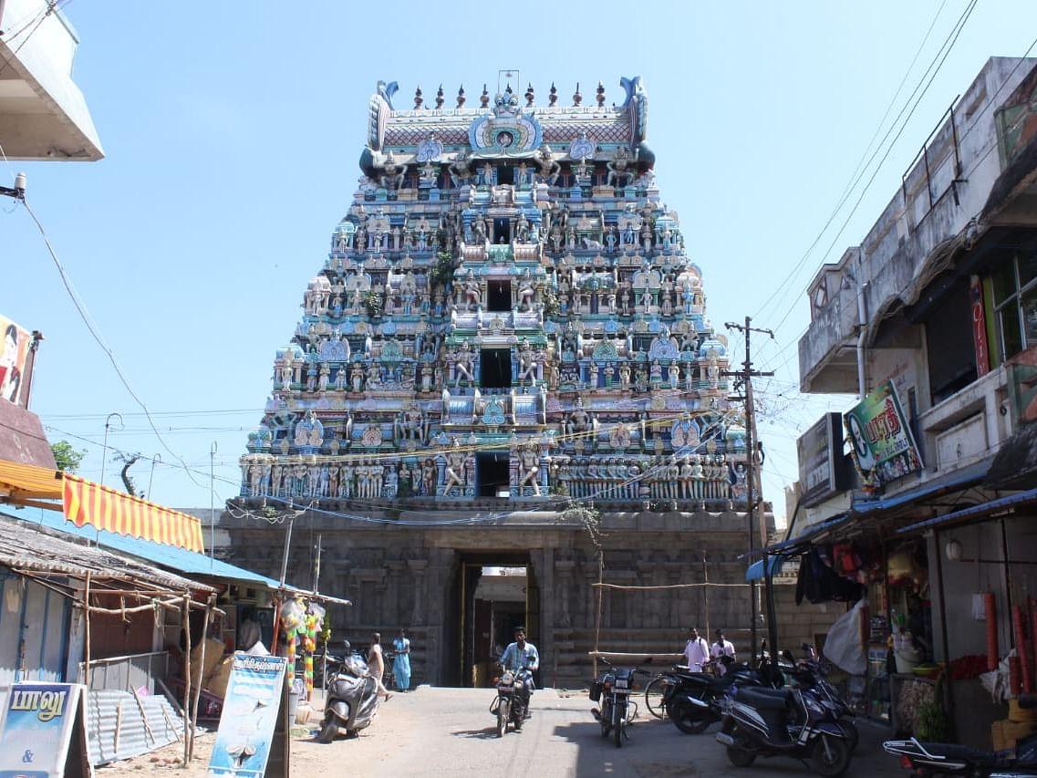 `சிலைகளை வாங்குவதுபோல் சென்ற தனிப்படையினர்!' - 9 சாமி சிலைகளுடன் சிக்கிய கோயில் குருக்கள்