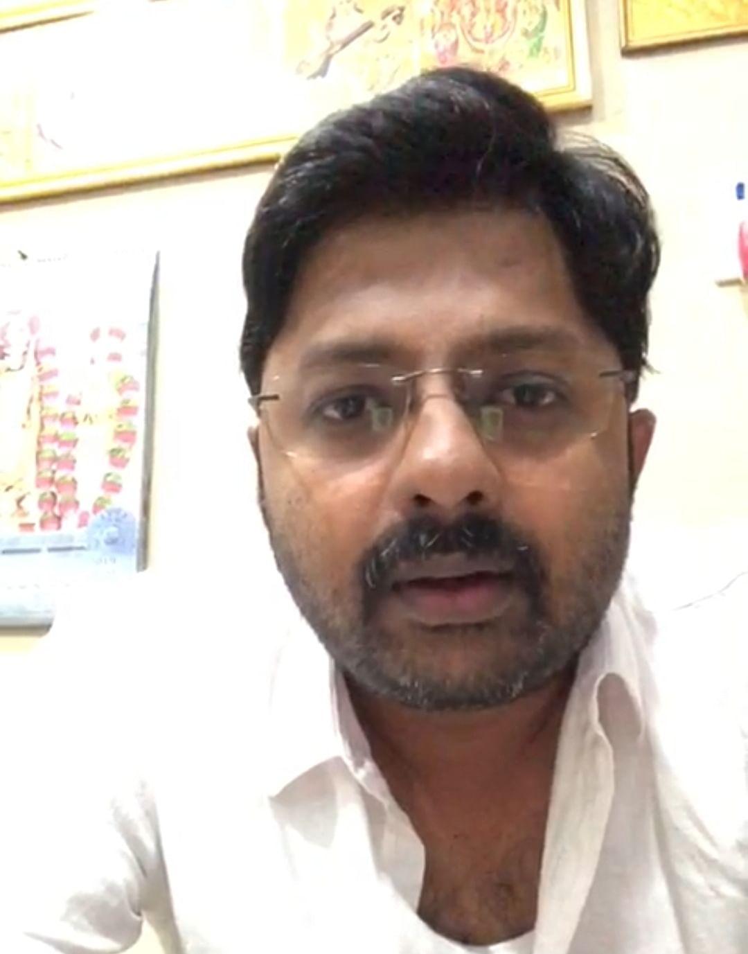 ஹோட்டல் உரிமையாளர் தினேஷ்குமார்