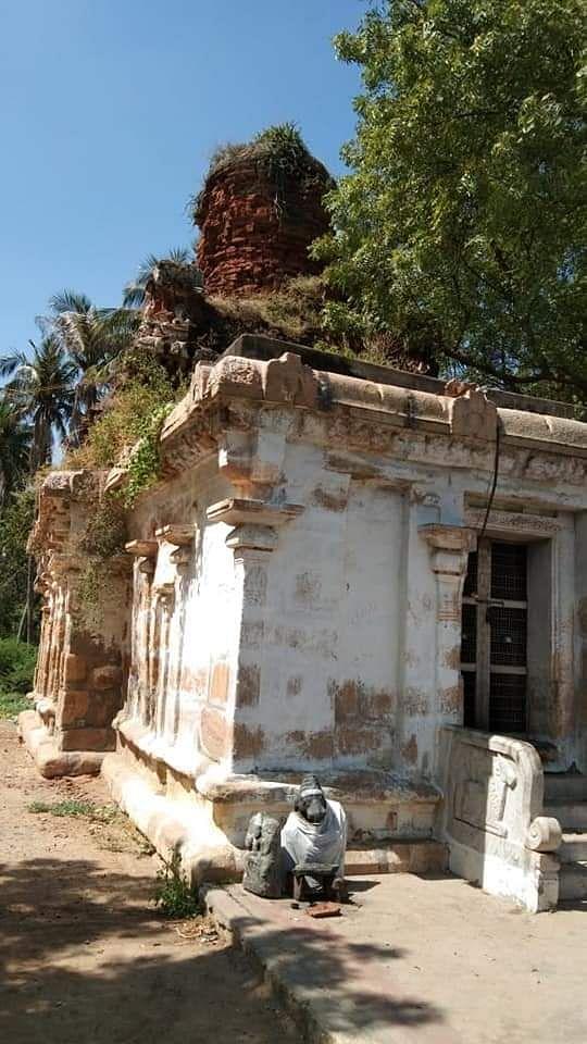 சிதிலமடைந்த ஆறாஅமுதீஸ்வரர் கோயில்
