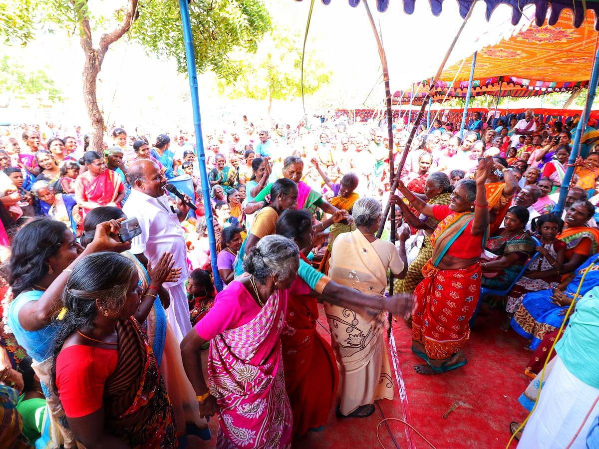 கரும்பு, பொங்கல் வைத்து தொழுகை... மூத்த குடிமக்கள் கொண்டாடிய மதங்களைக் கடந்த தமிழர் விழா! #Pongal