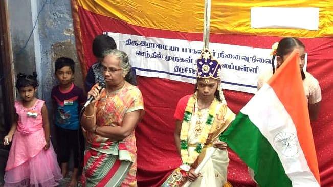 பாரதமாதா வேடத்தில் மாணவி சாய்பாலா
