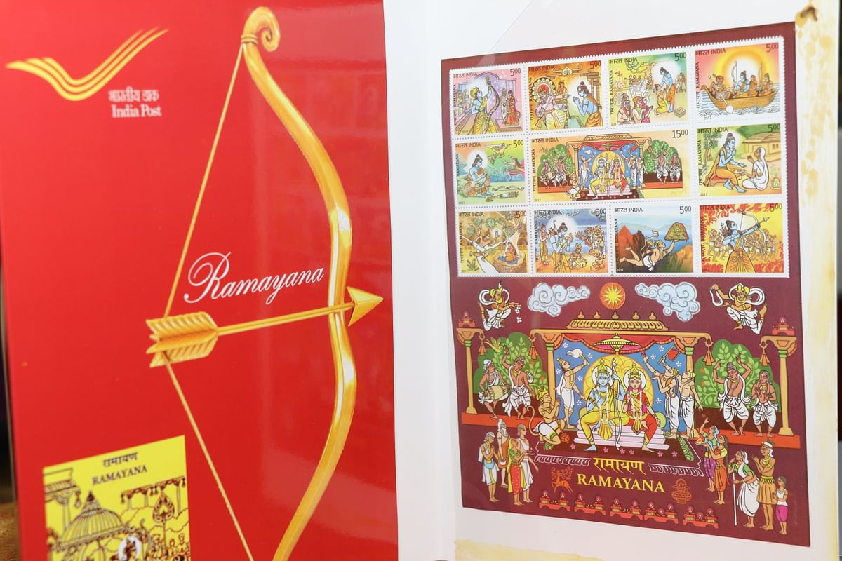 இந்திய தபால்துறையின் அரங்கில் ராமாயணம், மகாபாரதம், யோகா ஆகியவற்றைக் குறிக்கும்விதமாக வைக்கப்பட்டிருந்த அஞ்சல் தலைகள்