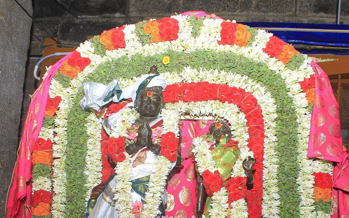 `கடந்த இரண்டுமுறை இல்லாத சிறப்பு!'- குடமுழுக்கு விழாவில் ராஜராஜ சோழன் சிலைக்கு மரியாதை செய்யப்படுமா?