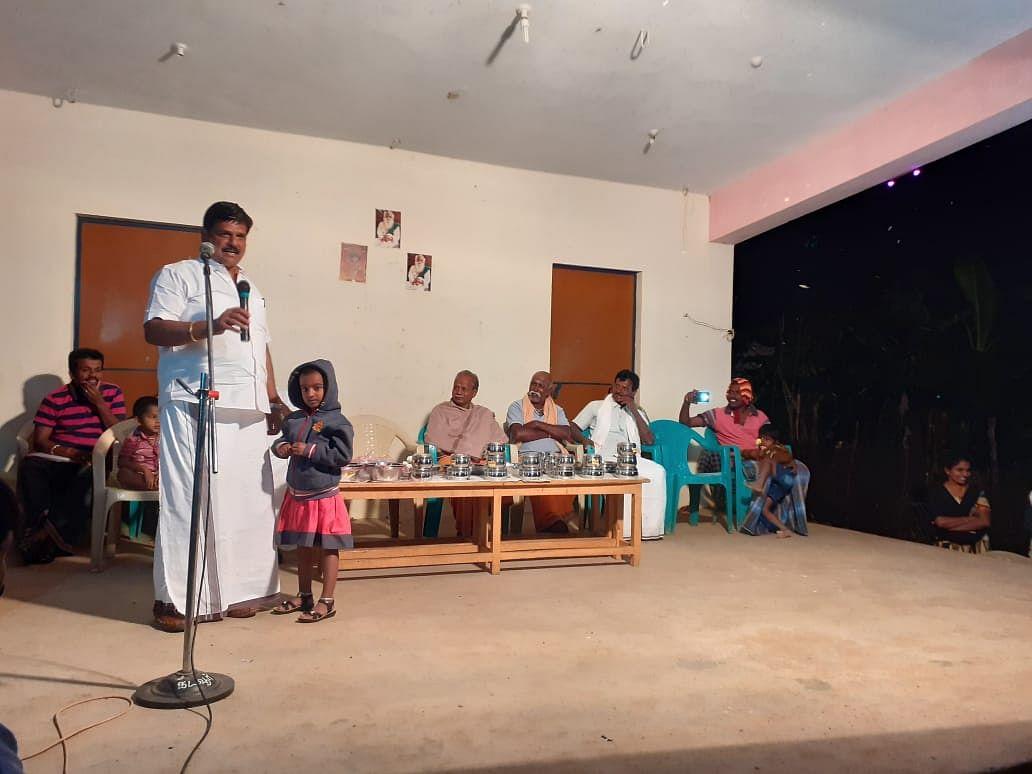பாராட்டு விழாவில் பிரகாஷ்