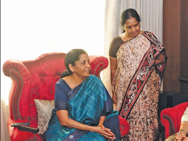 நிர்மலா சீதாராமன், பா.சீனிவாசன்