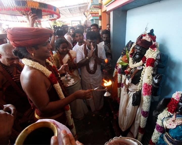 ஏம்பலம் ஆசிரமத்தில் நித்யானந்தாவுடன் வஜ்ரவேல்