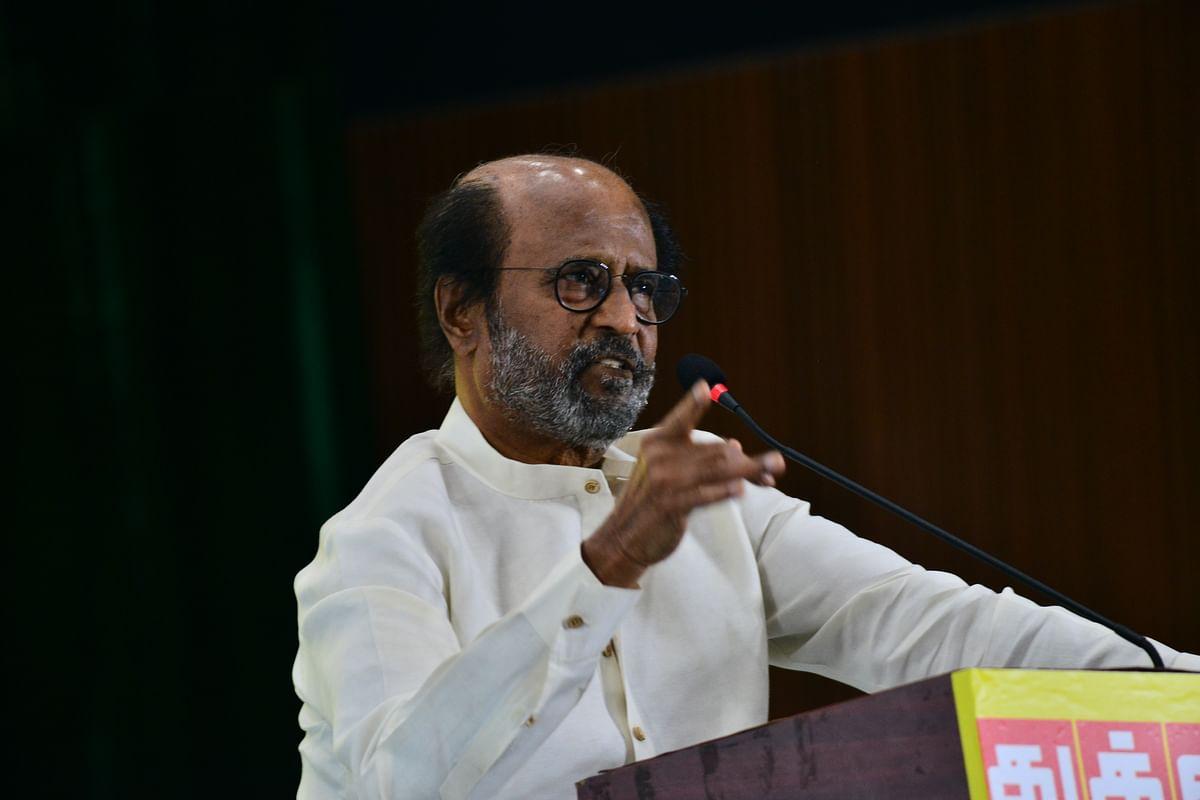 விழாவில் பேசும் ரஜினிகாந்த்