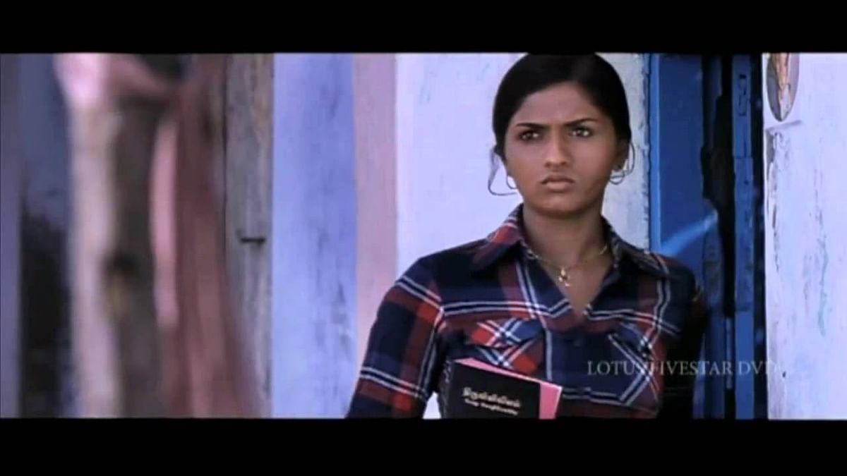 எஸ்தர் கதாபாத்திரத்தில் சுனைனா