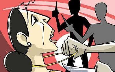 `உதவி கேட்டு நடித்த மூதாட்டி; காத்திருந்த ஆட்டோ ராணிகள்!' -கொடுங்கையூர் பெண்ணுக்கு நேர்ந்த கொடுமை