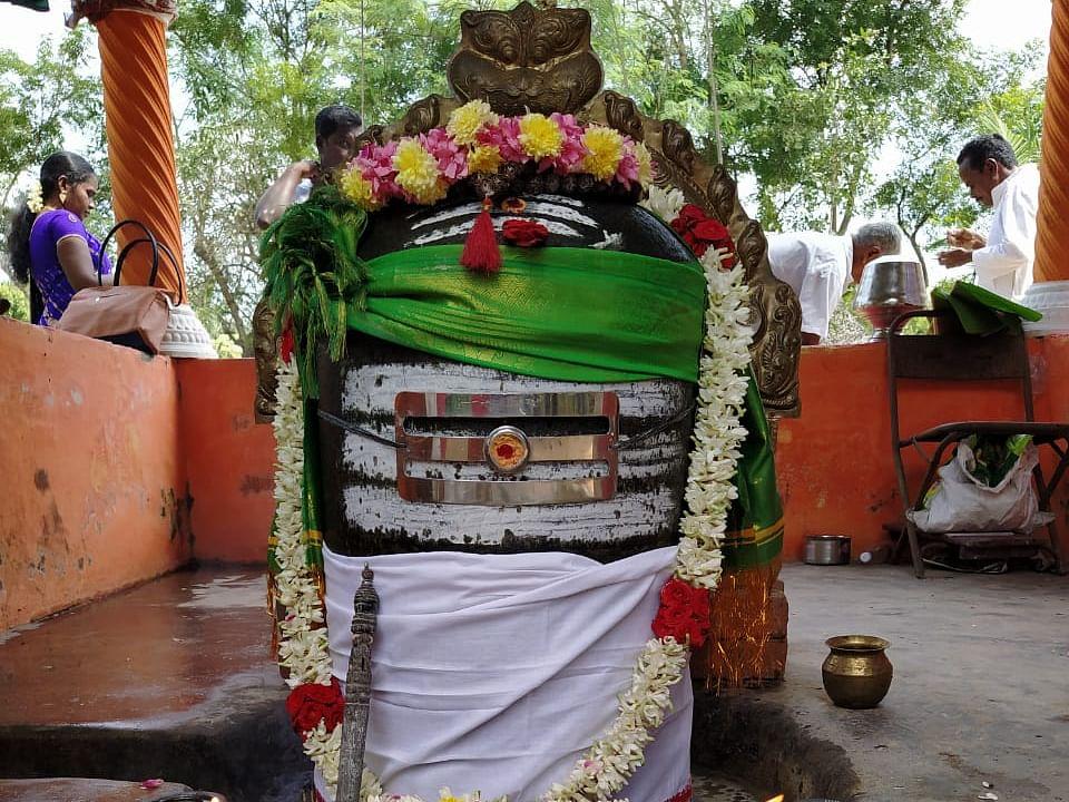குடமுழுக்கு சிறப்பாக நடைபெற ராஜராஜ சோழன் சமாதியில் சிறப்பு பூஜை!