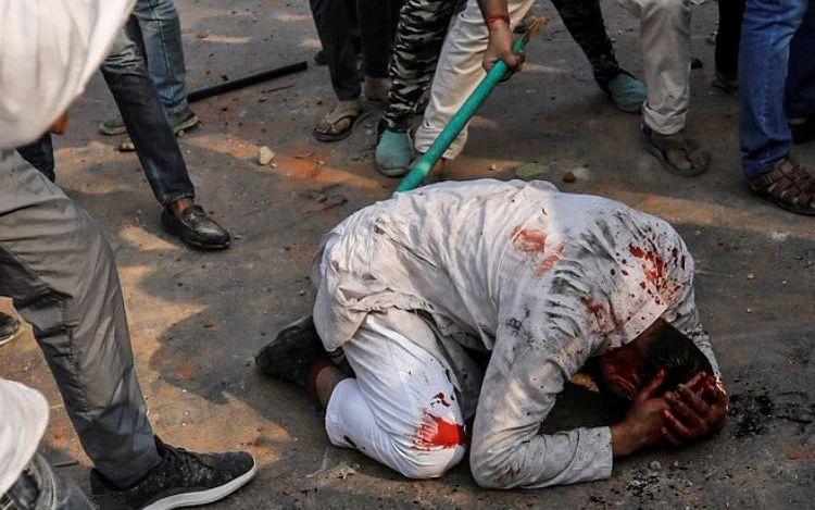 `கெஞ்சினேன்... விடவில்லை; தொடர்ந்து அடித்தார்கள்!'-திக்திக் நிமிடங்களை விவரித்த தொழிலாளி #Delhiriots