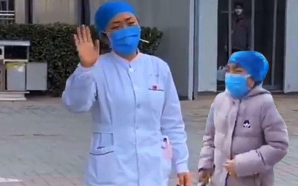 `மகளால் கலங்கிய தாய்; வைரல் வீடியோ'!- பாசப்போராட்டத்தில் சீன செவிலியர்கள் #Coronavirus