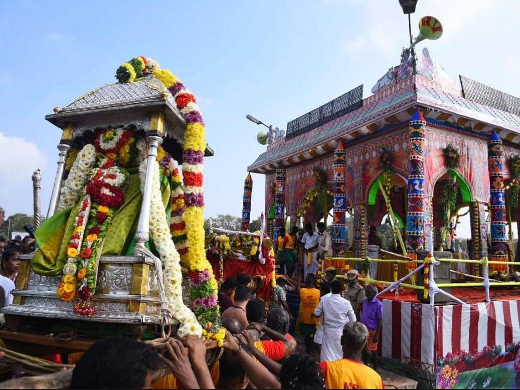 மீனாட்சியம்மன்-சுந்தரேசுவரர் தெப்பத்திருவிழா.. மதுரையில் கோலாகலம்!