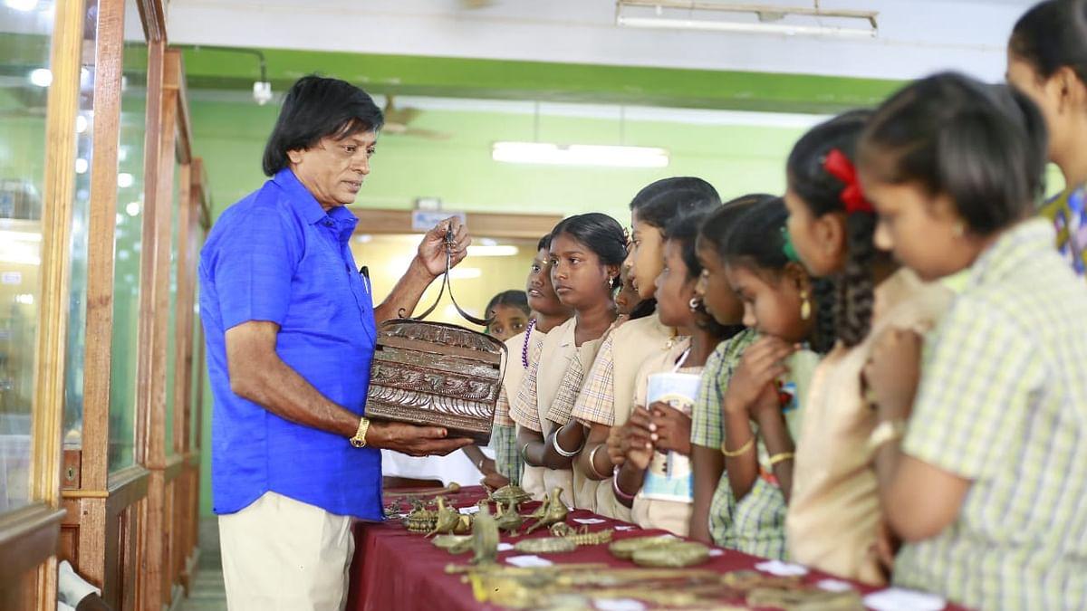 அணிகலன்கள் கண்காட்சியில் ராஜராஜன்