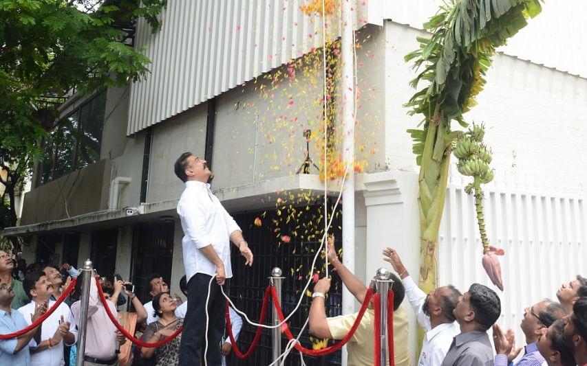 `பேப்பர் கட்டிங் சொல்லும் செய்தி; ப்ரைம் டார்கெட் யார்?!'- மநீம அலுவலகத்தில் ஒரு `ஸ்பாட் விசிட்'